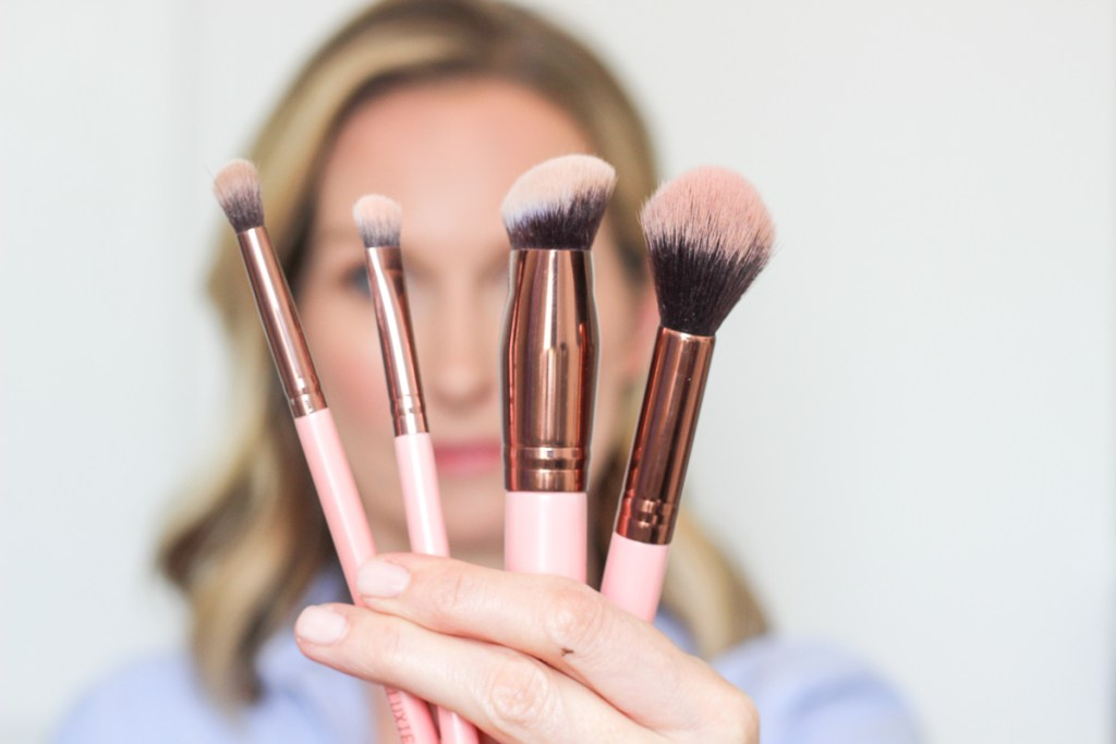 EASY MAKEUP TUTORIAL | BEGINNER MAKEUP TUTORIAL | NATURAL MAKEUP TUTORIAL | MAKEUP TUTORIAL FOR MATURE WOMEN | MAKEUP TUTORIAL FOR WOMEN OVER 40 | CHARLOTTE TILBURY MAkEUP TUTORIAL | BASIC MAKEUP TUTORIAL | MAKEUP TUTORIAL FOR BEGINNERS | BEGINNER CONTOURING | NATURAL CONTOURING | #LUXIEBRUSHES #TAGYOURTILBURY