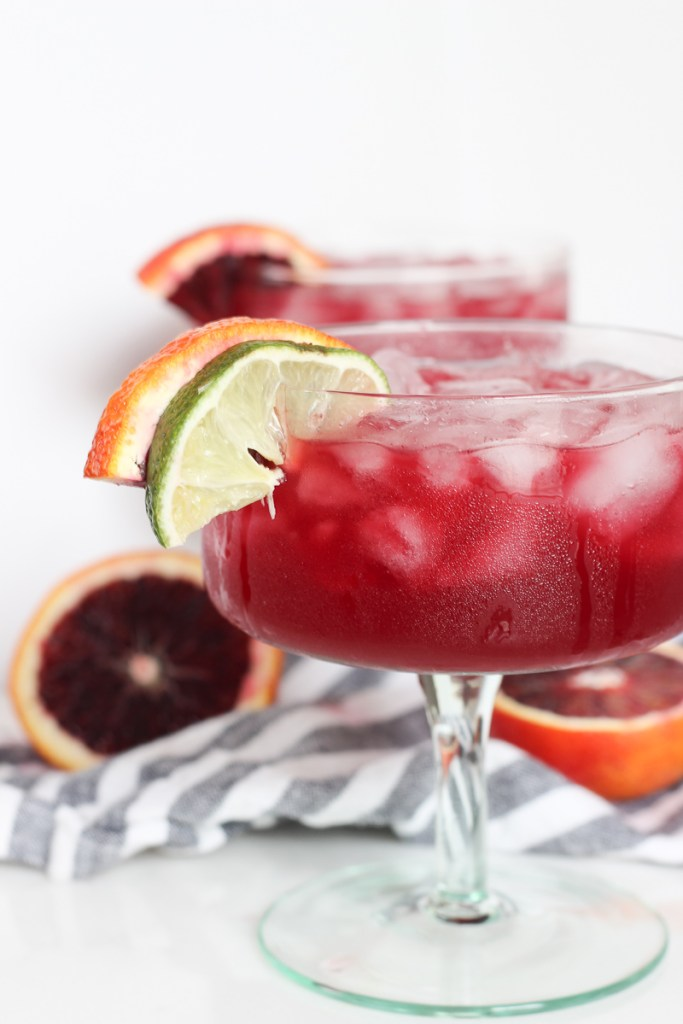 The BEST blood orange margarita, made with fresh orange and lime juice, silver tequila and a splash of seltzer. Perfect for Cinco de Mayo or any happy hour. | COCKTAILS | HAPPY HOUR | COCKTAIL HOUR | SUMMER COCKTAILS | MARGARITAS | EASY SUMMER COCKTAIL | #cocktailrecipe #happyhour #cocktailhour #cocktails #cincodemayo #