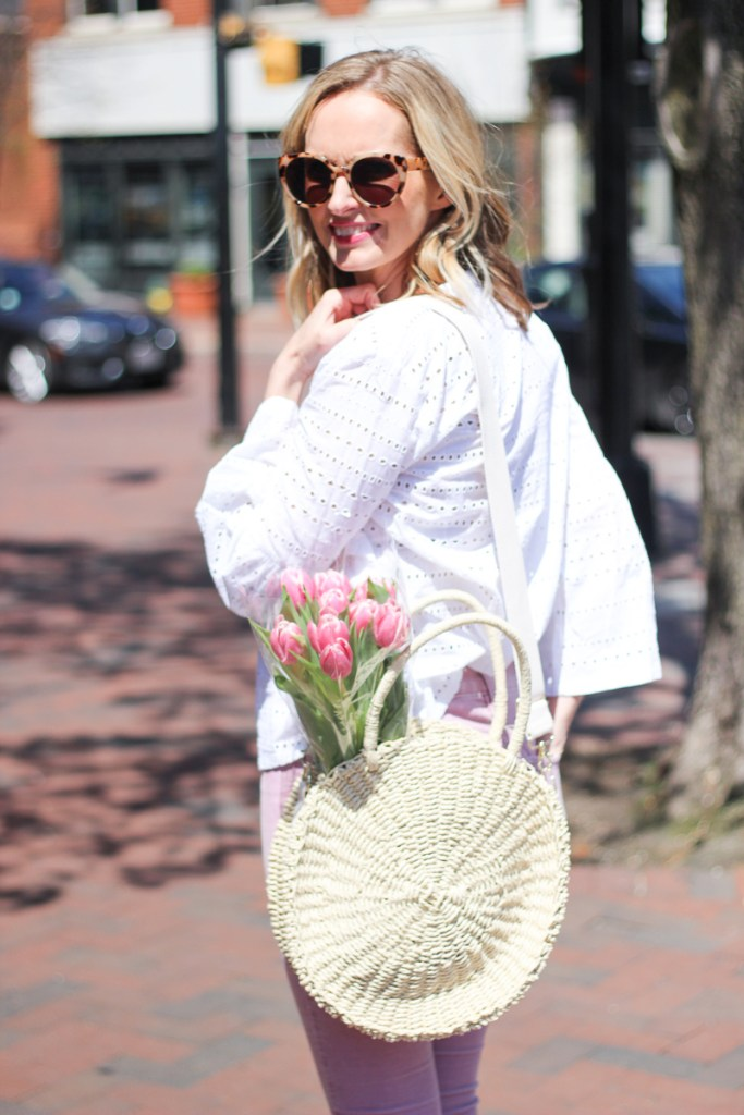 THE CUTEST EYELET TOP | SPRING OUTFIT IDEAS | MOM OUTFIT IDEAS | SPRING OUTFITS | WHITE EYELET TOP | SPRING FASHION | SPRING FASHION IDEAS | MODEST FASHION | MOM UNIFORM | MOM OUTFIT IDEAS