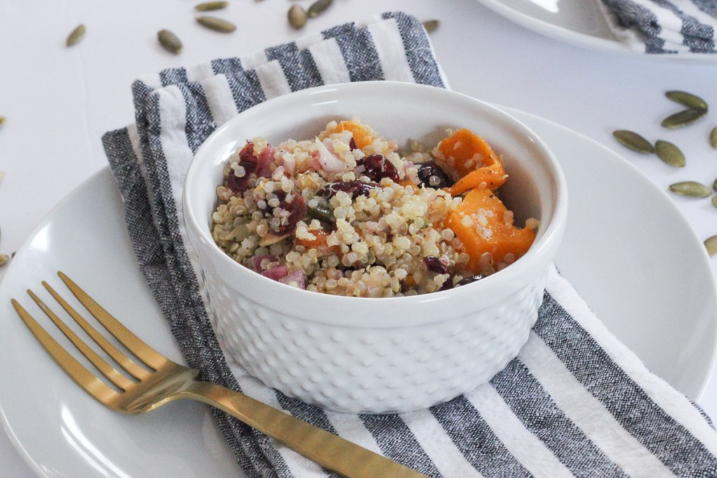 FALL BUTTERNUT SQUASH QUINOA SALAD| A delicious and healthy butternut squash fall salad recipe with quinoa, roasted butternut squash, dried cranberries and toasted pumpkin seeds. Great for parties or a big crowd. #fallsalad #butternutsquash #quinoa #quinoasalad