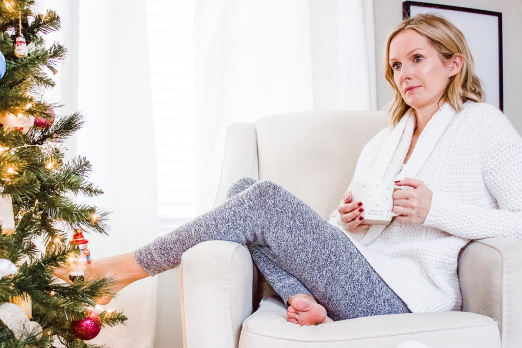 THE COZY GIFT GUIDE FOR THE HOMEBODY | Cozy gifts for anyone who loves saying in. #giftguide #cozygifts #giftsforher #giftideas