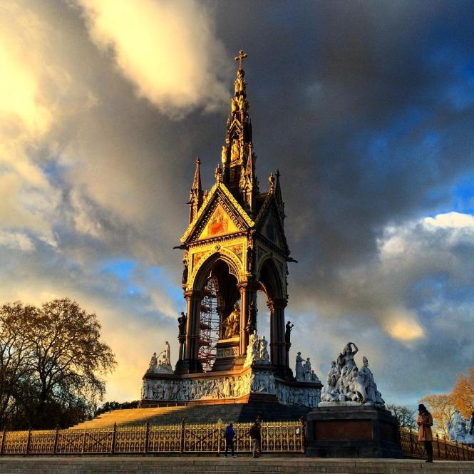 one of my favorite shots of the Royal Albert Memorial ☀️