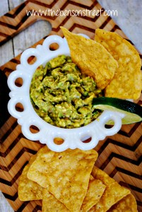 Easy Yummy Guacamole Recipe at www.thebensonstreet.com