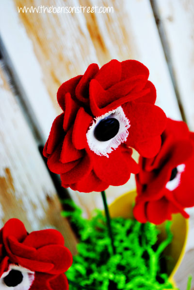 Memorial Poppy Tutorial at www.thebensonstreet.com