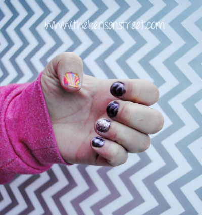 Street Style Swirl Glitter Nails at www.thebensonstreet.com