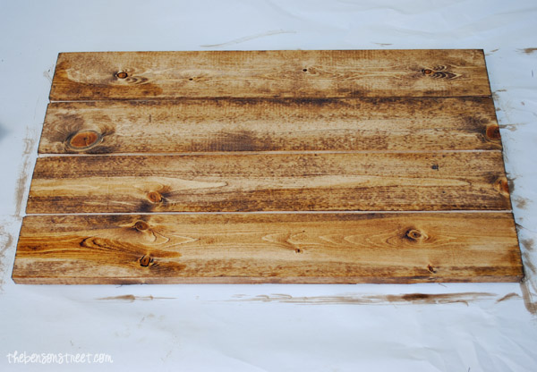 DIY Pallet sign at thebensonstreet.com
