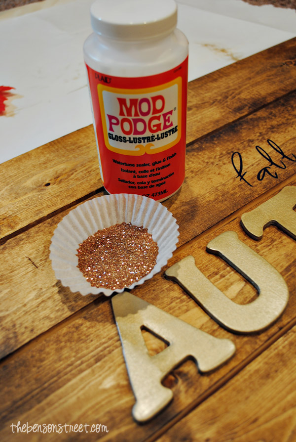 Mod Podge and Glitter Autumn Sign at thebensonstreet.com