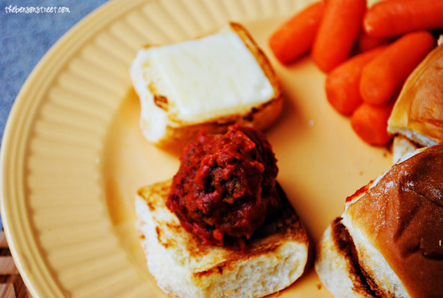 Easy and Delicious Meatball Sub Sliders at thebensonstreet.com
