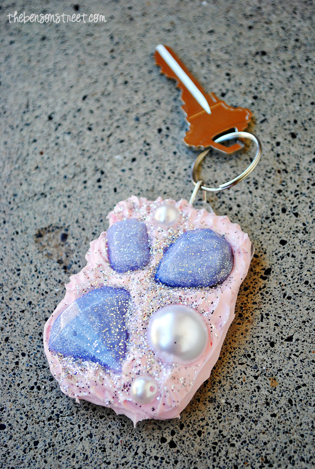 Mod Melts and Collage Clay for a Decoden Key Chain at thebensonstreet.com