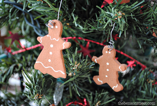 DIY Gingerbread Man Ornaments at thebensonstreet.com