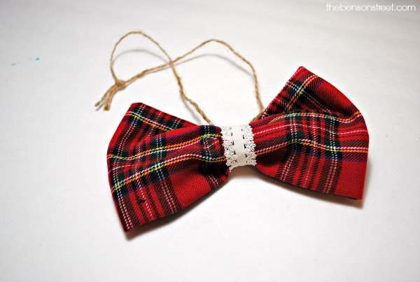 Adorable Plaid Ornament Tutorial at thebensonstreet.com
