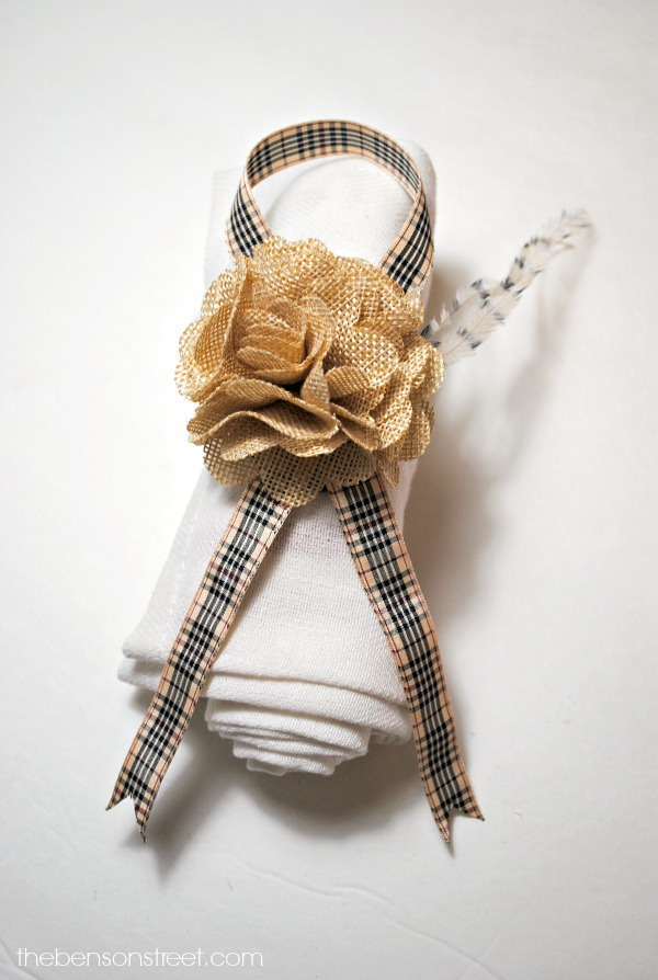 Beautiful Thanksgiving Napkin Ring using ribbon at thebensonstreet.com