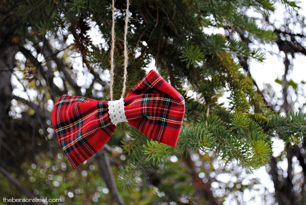 Quick and Easy Plaid Bow Ornament at thebensonstreet.com