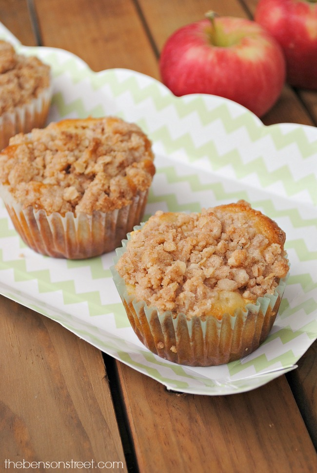 i-love-these-super-yummy-apple-cinnamon-streusel-muffins-at-thebensonstreet-com