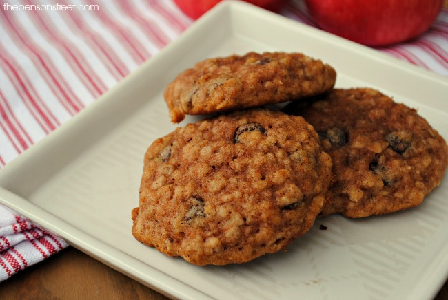 yummy-apple-oatmeal-breakfast-cookies-at-thebensonstreet-com