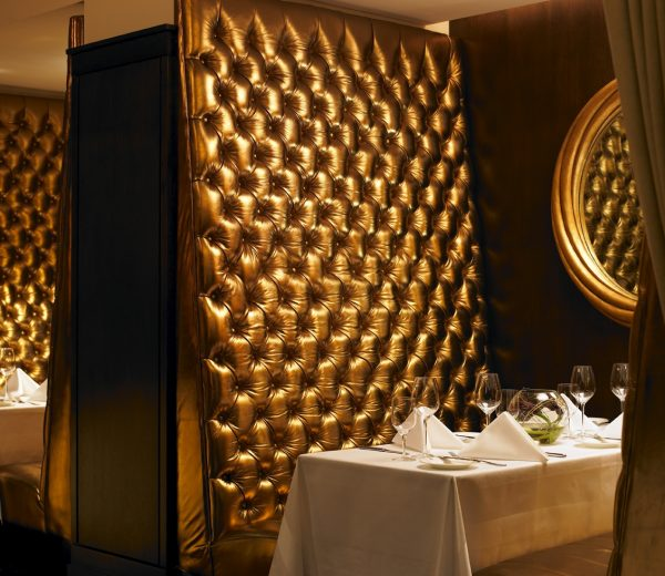 the_saddle_room_gold_booths
