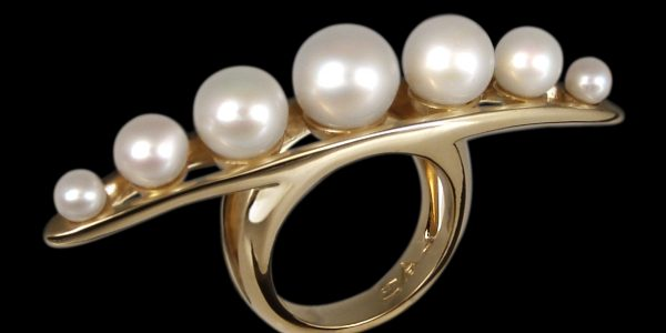 A252AU_string_of_pearls_massage_ring_gold_blk_