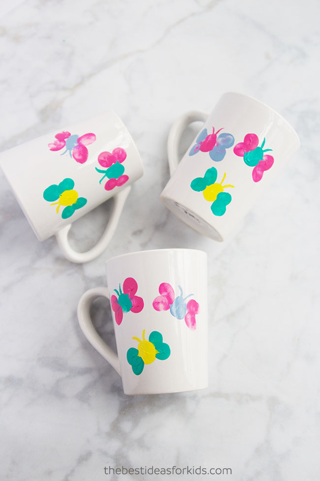 Fingerprint coffee mugs Mother's Day crafts for toddlers