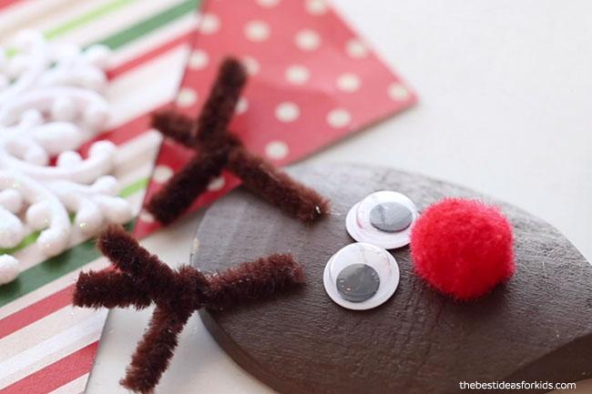 Glue Antlers to Reindeer