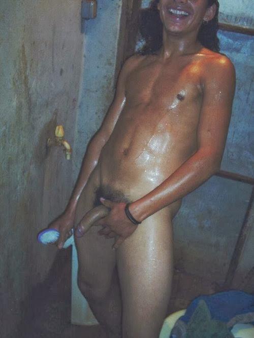 Novinho pauzudo no banho