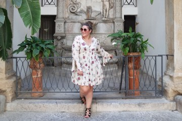 thebiggerblog, Josine Wille, plussize blogger, fashion blog, Palermo, Sicily, Sicilië, viscose jurk, grote maten jurk, primark jurk, luchtige zomerjurk, grote maten mode, plussize fashion, plussize, maat 48, size 20, crinkle fabric, plussze tunic, flower tunic, streetstyle Italy, fashion 2017, primark fashion, shop your shape