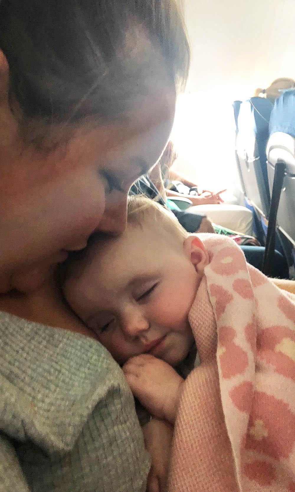 vliegtuig met baby