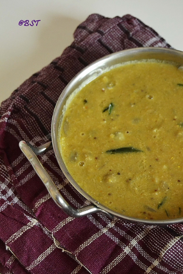 Arachuvitta Vengaya Sambaar ~ South Indian Shallot Lentil Stew