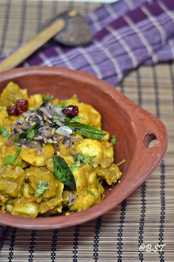 Kunjipathil/ Kakkarotti/ Erachi Pidi ~ Rice Dumplings in Meat Stew