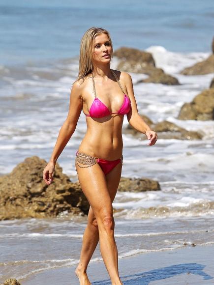 Joanna-Krupa-Bikini-3