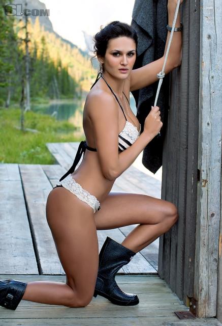 Leryn-Franco-Sexy-Sports-Illustrated-2011-Bikini-Photoshoot