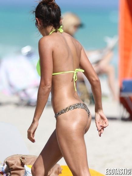 leryn-franco-sexy-thong-bikini