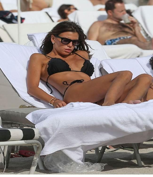 Claudia Galanti-Black-String-Thong-Bikini