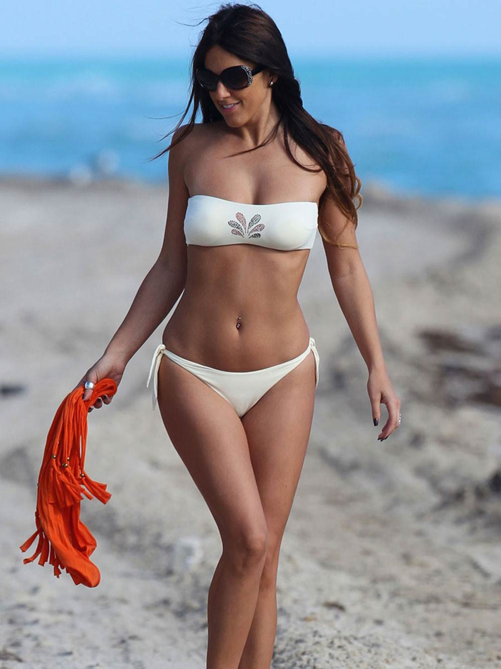 CLAUDIA ROMANI -Sexy White Thong Bikini-Sting-Bikini