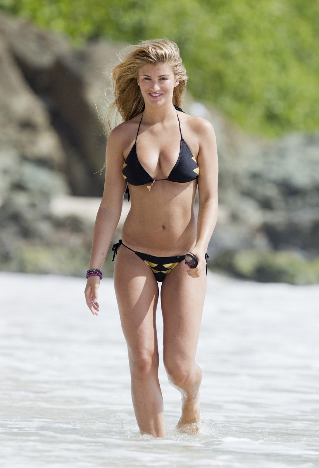 Willerton Amy Candid Bikini shots-Beautiful on the beach