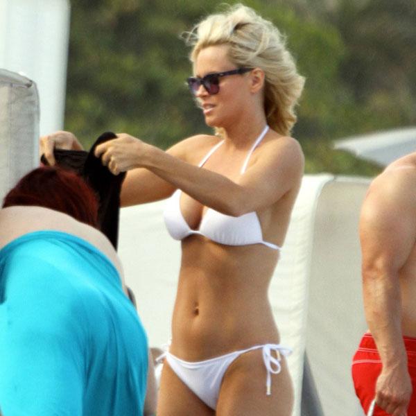 Jenny-McCarthy-sexy-bikini-pictures