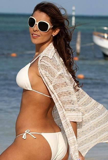 white-tee-shirt-bikini