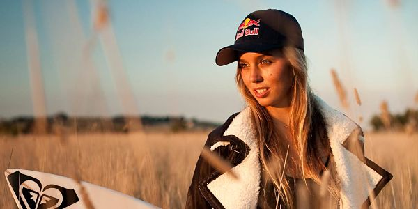 Sally FitzGibbons_Surfing-Girl-Looking-Stunning-For-Red-Bull