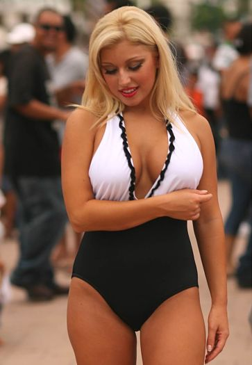 Sexy-Black-and-White-One-Piece-Swimsuit