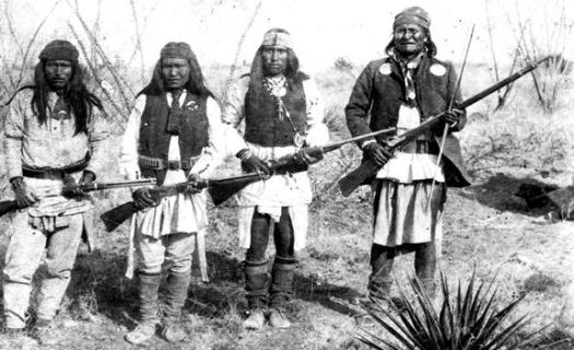America Apache_chieff_Geronimo_(right)_and_his_warriors_in_1886