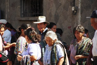 crowd-at-the-market-in-Santiago-Atitlan-Guatemala-BG