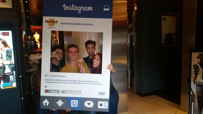 Instram Picture con i commessi dell' Hard Rock Cafè, Barcellona