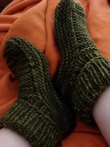 Free Knitting Pattern For Slipper Socks : Top 10 Free Patterns for Adult Slippers The Blue Elephants