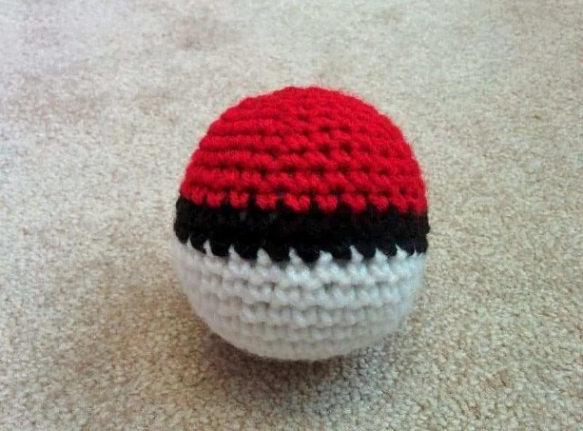 crochet-ball-pokeballs-6