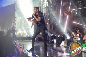 "Big Sean performs ""IDFWU"" at the 2015 mtvU Woodie Awards"