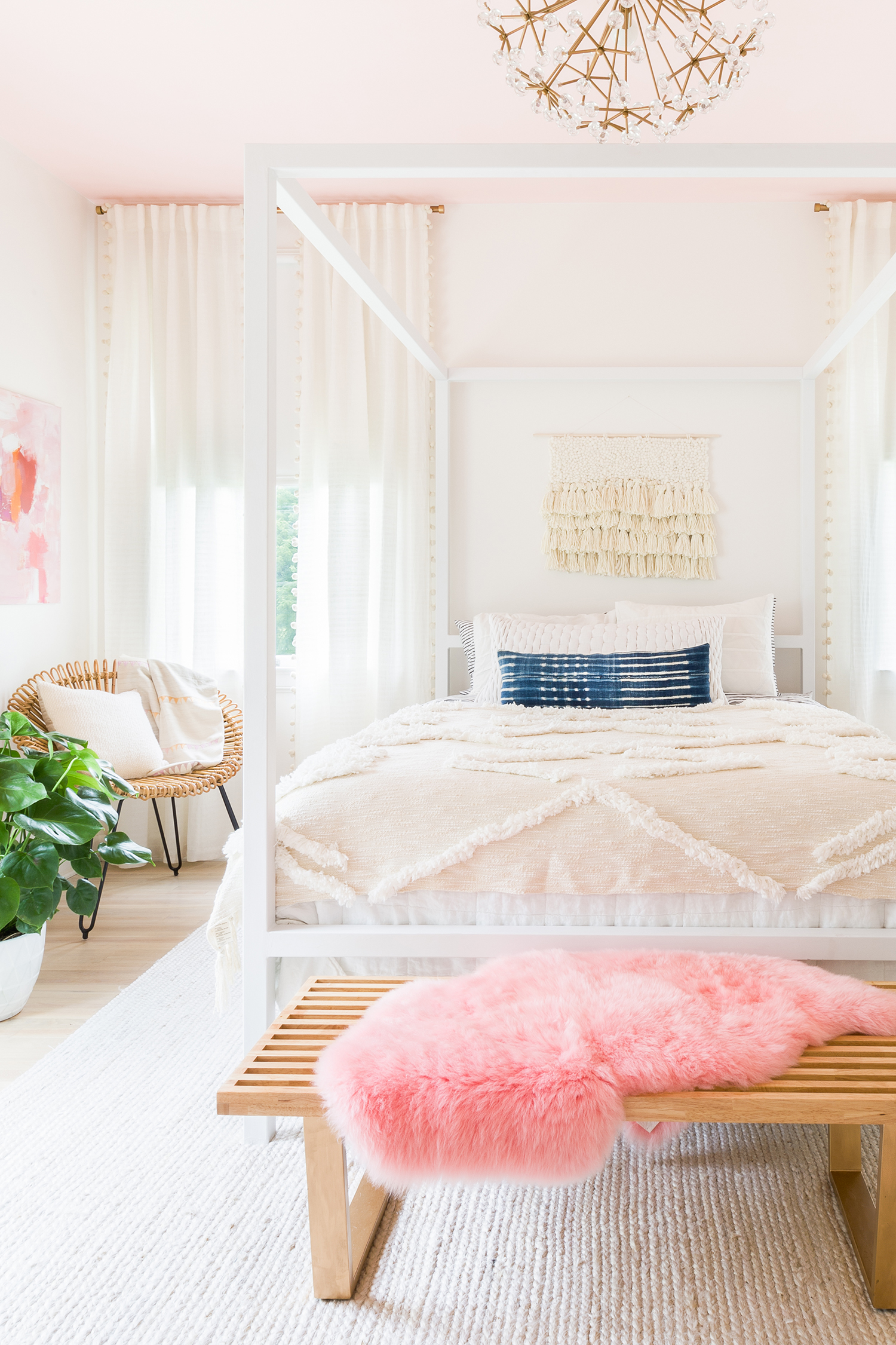 5 Beautiful Bedrooms on a Budget! Budget decorating ideas ... on Beautiful Room For Girls  id=96073