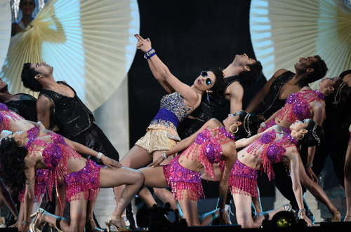 IIFA 2014 : The Priyanka Chopra performance ft John Travolta