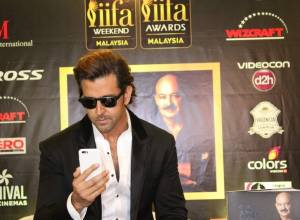 IIFA 2015: Hrithik Roshan Launches Sister Sunaina Roshan's Book To Dad With Love
