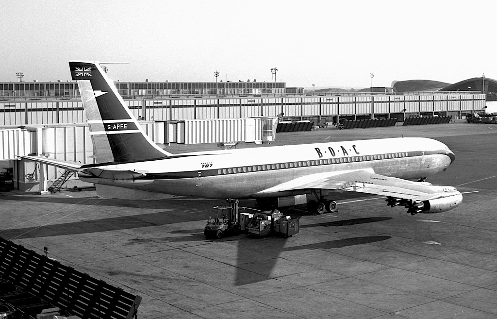 BOAC 911 - The plane crash that almost killed the Bond series