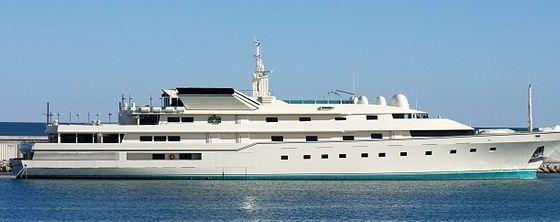 Adnan Khashoggi, Saudi owner of Bond yacht dies aged 81