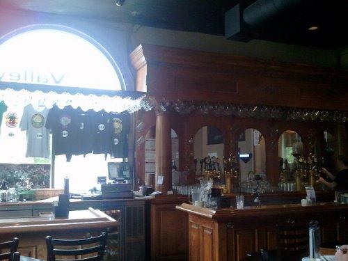 Hop Valley Brewing bar